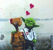 ALIEN LOVE.