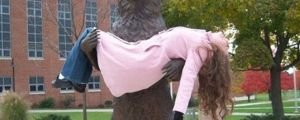 19 People Having Too Much Fun With Statues