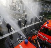 Belgian Firefighters vs Riot Police (10 pics)