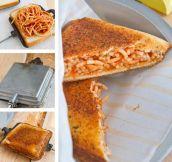 Garlicbread spaghetti sandwich…