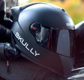 Helmet with Rearview Camera (7 Pics)