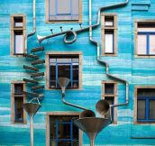 A building that plays music…