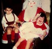Kids Who Really Don't Like Santa (23 pics)