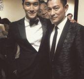 Jackie Chan photobomb…
