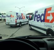 A Huge Line Of FedEx Trucks Seems Weird Until You See Why…