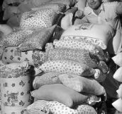 When they realized women were using their sacks to make clothes for their children, flour mills of the 30s started using flowered fabric for their sacks (1939)