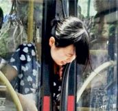 Lady's head gets caught between bus doors while getting off