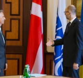 Ukrainian President welcomes President of Switzerland with the wrong (Danish) flag