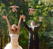Seriously Odd Engagement and Wedding Photos (23 Pics)