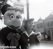 24 Creepy Vintage Disneyland Photos