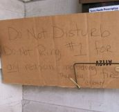 15 Funny Doorbell Rage Notes From Moms…