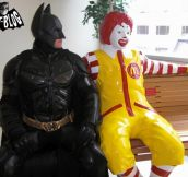 18 People Having Too Much Fun With Ronald McDonald Statues