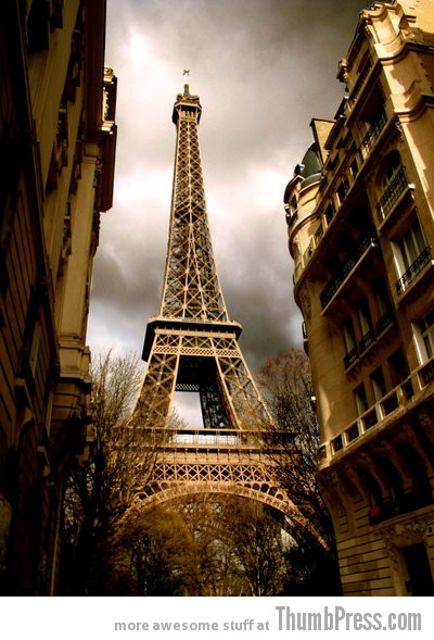 eiffel tower by suzieann 50 Pictures Capturing the Beauty of Eiffel Tower from Different Perspectives