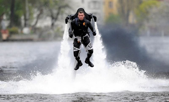 042111 1536 ManfromHamb4 Man from Hamburg Creates Water Jetpack