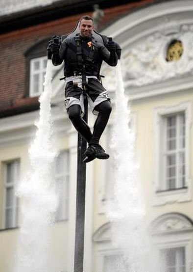 042111 1536 ManfromHamb6 Man from Hamburg Creates Water Jetpack