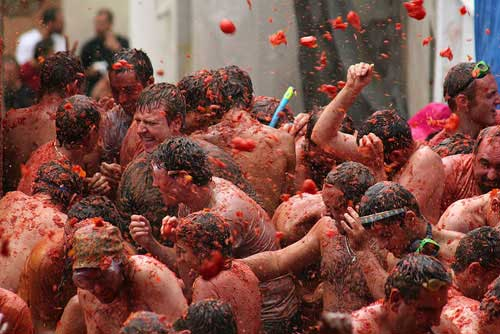 festival tomatina1 The 10 Weird Festivals Where People Throw Things At Each Other