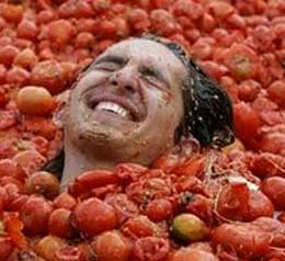 festival tomatina2 The 10 Weird Festivals Where People Throw Things At Each Other
