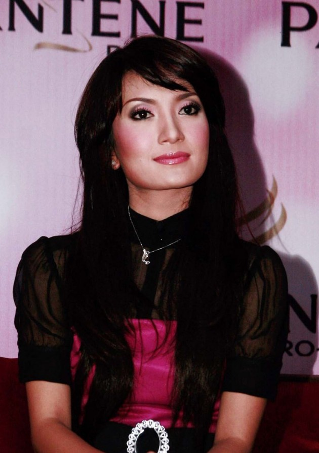 Artika Sari Devi 630x893 Top 26 Beautiful Indonesian Women in Media