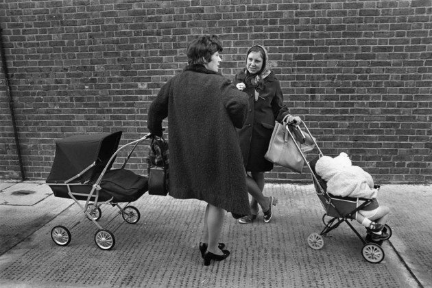 London Street Photography 08 630x421 Brilliant Photos from the London Street Photography Exhibition