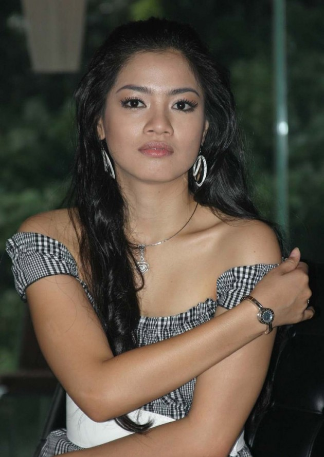 Titi Kamal 630x890 Top 26 Beautiful Indonesian Women in Media