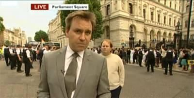 Professional Photobomber 06 Paul Yarrow: The Most Viewed Background Man on Television