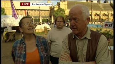 Professional Photobomber 08 Paul Yarrow: The Most Viewed Background Man on Television