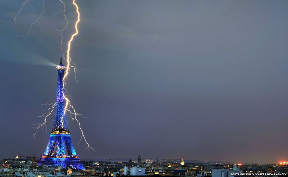 Lightning hits the Eiffel Tower