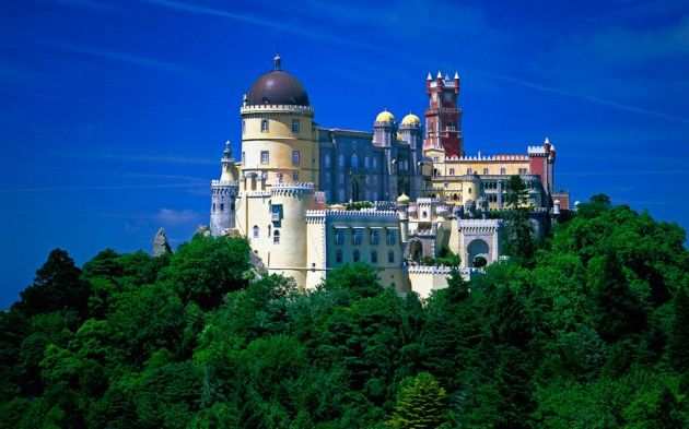 Castelo da Pena in Sintra 630x393 20 Amazingly Beautiful Castles from Around the World
