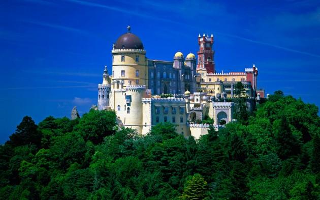 Castelo da Pena in Sintra 630x393 20 Amazingly Beautiful Castles from Around the World