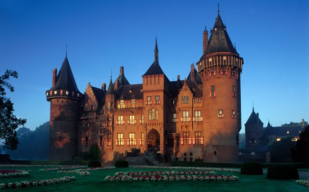 Castle de Haar 630x393 20 Amazingly Beautiful Castles from Around the World