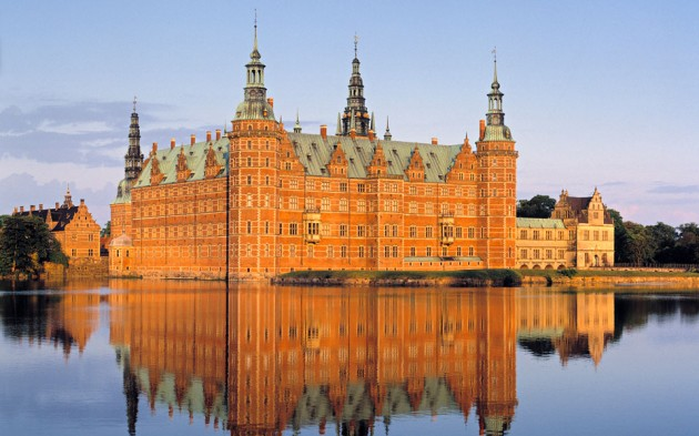 Frederiksborg Castle 630x393 20 Amazingly Beautiful Castles from Around the World