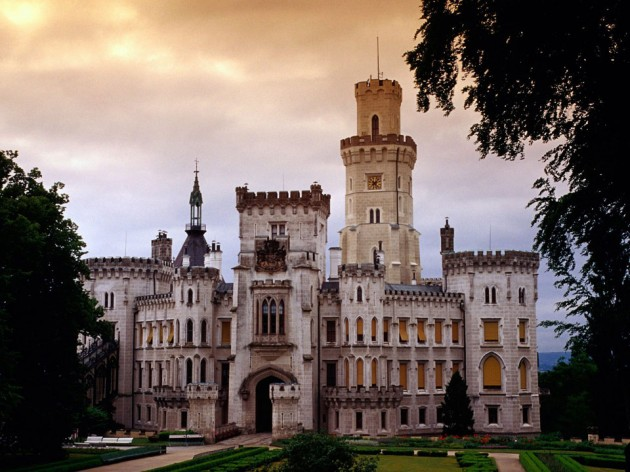 Hluboka Castle 630x472 20 Amazingly Beautiful Castles from Around the World