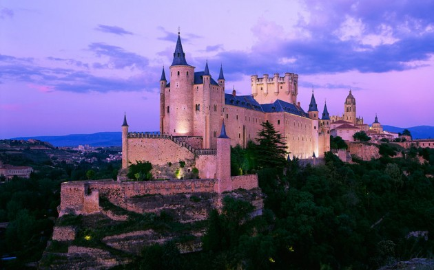 Segovia Castle 630x393 20 Amazingly Beautiful Castles from Around the World