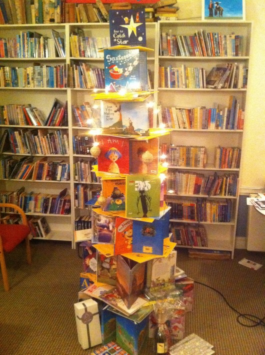 Children books christmas tree 20 Ideas that Help Get Creative with Your Christmas Tree