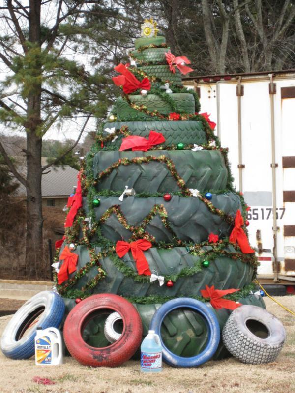 Tire christmas tree 20 Ideas that Help Get Creative with Your Christmas Tree