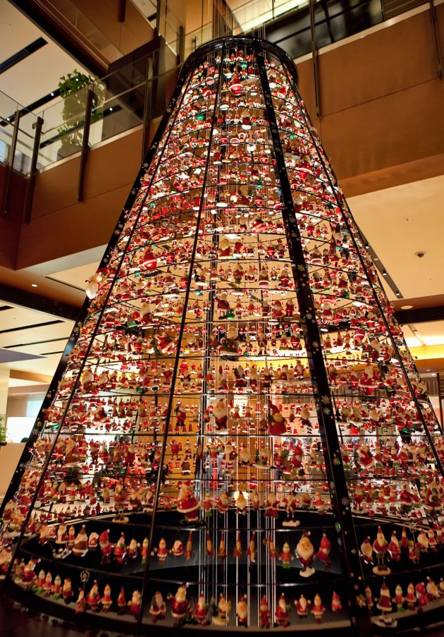 Tree made of santa dolls 630x903 20 Ideas that Help Get Creative with Your Christmas Tree
