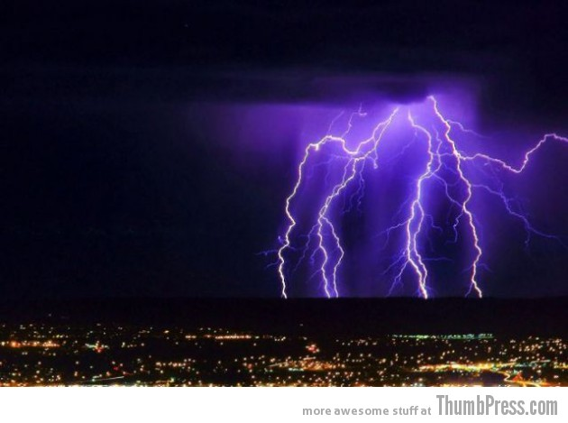 Lightning Thumbpress 18 630x469 Horrifying Lightning Storm Over Albuquerque, New Mexico