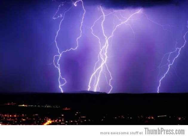 Lightning Thumbpress 19 630x460 Horrifying Lightning Storm Over Albuquerque, New Mexico