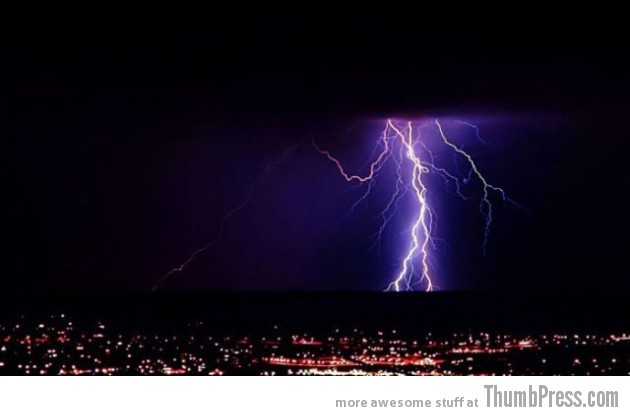 Lightning Thumbpress 21 630x416 Horrifying Lightning Storm Over Albuquerque, New Mexico