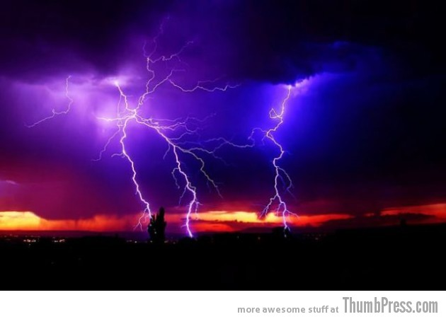 Lightning Thumbpress 22 630x451 Horrifying Lightning Storm Over Albuquerque, New Mexico