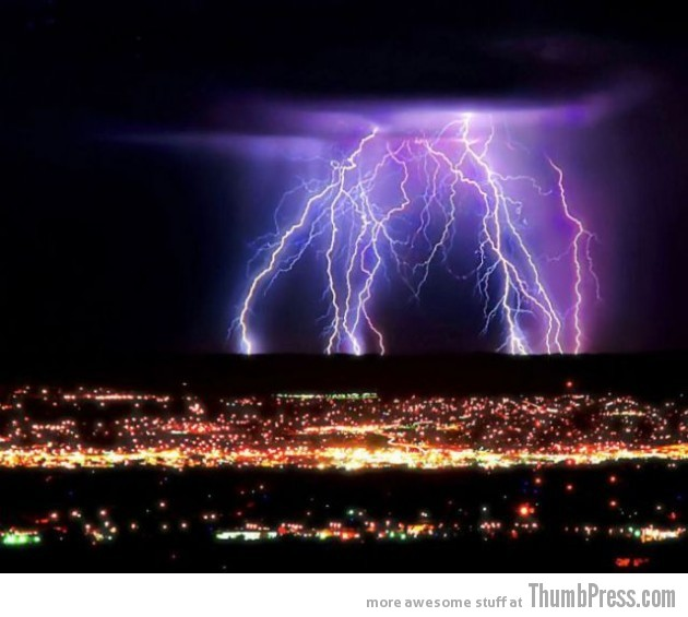 Lightning Thumbpress 25 630x565 Horrifying Lightning Storm Over Albuquerque, New Mexico