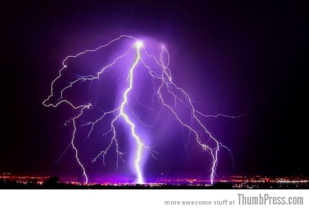 Lightning Thumbpress 27 630x427 Horrifying Lightning Storm Over Albuquerque, New Mexico