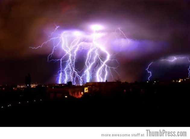 Lightning Thumbpress 9 630x462 Horrifying Lightning Storm Over Albuquerque, New Mexico