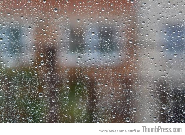 lying in bed listening to heavy rain on the roof 630x460 Everyday Pleasures: 30 Little Things That Feel Real Good