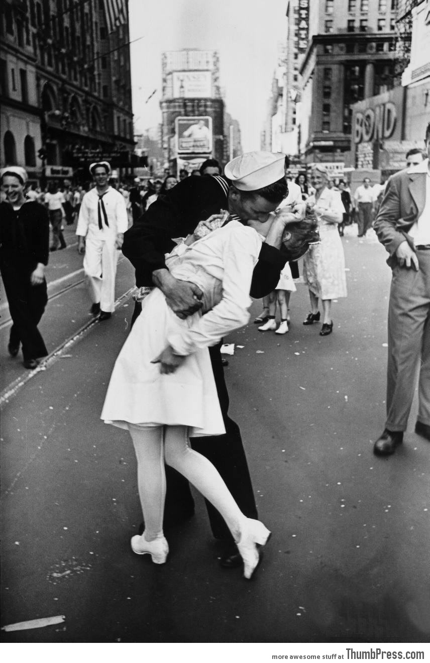5. Legendary kiss V–J day in Times Square