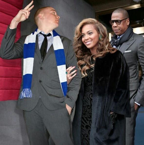 Guy Hilariously Photoshops Himself into Celebrity Photos — 6