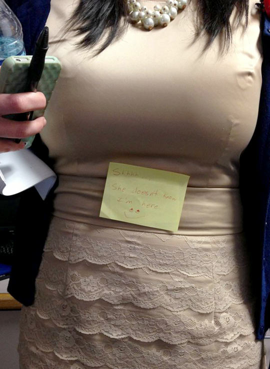 funny-Postit-prank-girl-breast
