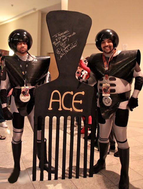funny-Spaceballs-cosplay-combing-desert