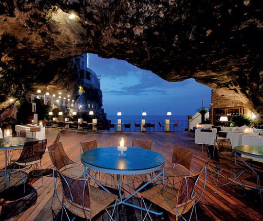 cool-cave-restaurant-sea-view