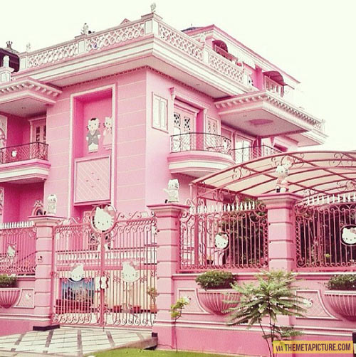 funny-Hello-Kitty-pink-house